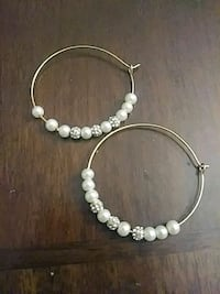 Hoop earrimgs with faux pearl beads Rochester, 14615