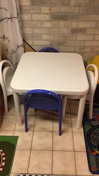 Table and 4 chairs kids 536 km