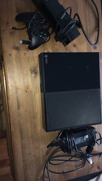 Xbox one w/ 1 controller and Kinect  Barrie, L4N 0C8