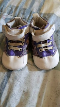 Rocawear shoes size 1 I believe  Whitby, L1N 3C7