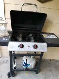 Almost new grill full propane Cookeville
