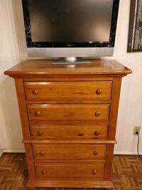 Nice solid wood big chest dresser in good conditio Annandale, 22003