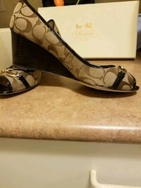 Wedges shoes barely used Toronto, M1R 5G9