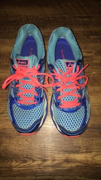 Running shoes size 7 1/2