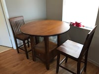 High top kitchen table.  2 seats with bottom storage.  Great condition . Dunedin, 34698