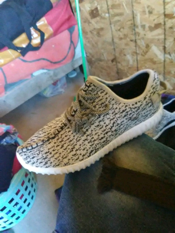 ec8bf07ce7f9f Used unpaired gray and white Adidas Yeezy Boost 350 for sale in Canutillo -  letgo