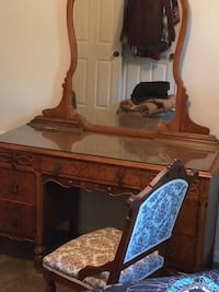 Real wood dressing table and matching chair Herndon, 20171
