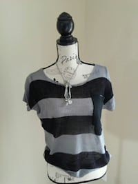 Size L sweater with necklace and bracelet.