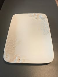 White floral ceramic table plate