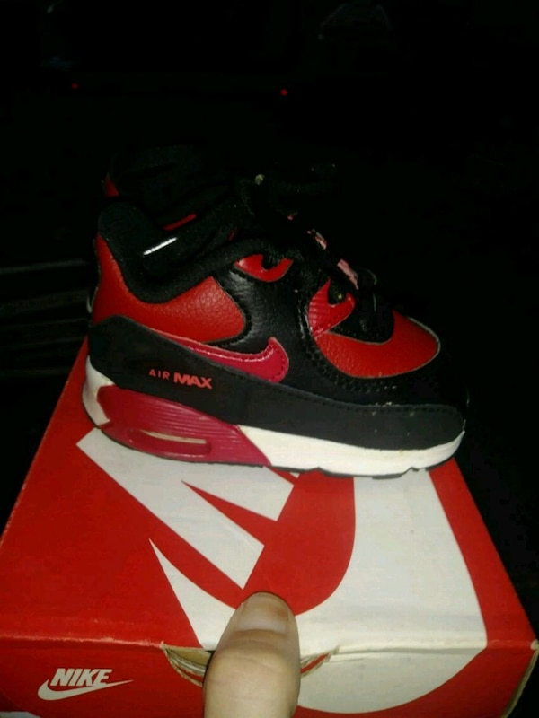0f842b598deb Used unpaired black and red Nike Air Max shoe with box for sale in Bath -  letgo