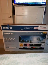 40 in UHD Samsung TV Long Beach, 90802