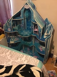 Elsa Frozen ice castle