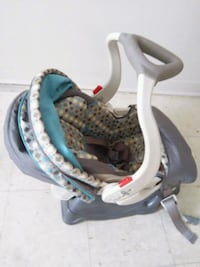 baby's gray and black car seat carrier 1962 km