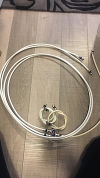White splitter with cables Markham, L6C