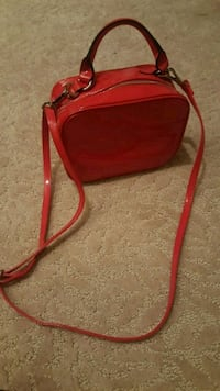 Red patent leather clutch St. Louis, 63123