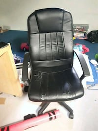 black leather office rolling armchair Shearwater, B0J 3A0