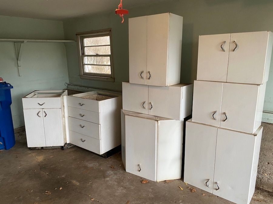Photo 1950s vintage kitchen metal cabinets