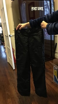 Obermeyer kids ski pants. Size 10-12 Chantilly