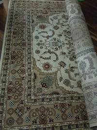 brown and white floral area rug Toronto, M1V 3L2