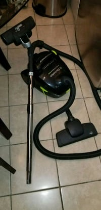 black and green canister vacuum cleaner Montréal, H1Y 2T3