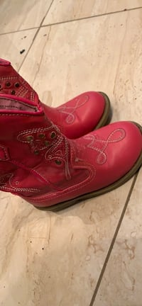 Pink cowgirls boots  New York, 11236