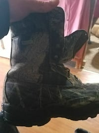 unpaired black and gray lace combat boot Smithsburg, 21783