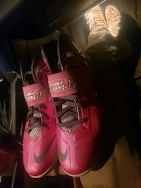Nike soldier 7 pink LeBron shoes size 11 Millersville, 21108