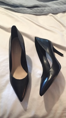 Nine West size 8 black heels. Worn 1 time.