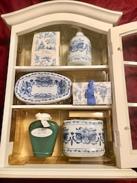 Bath & Body Collection wood /glass display cabinet/cupboard