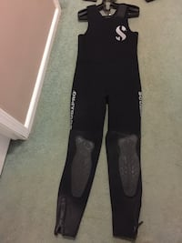 Prices are negotiable.  black and gray scubapro wetsuits men and ladies.. Phenix City, 36867
