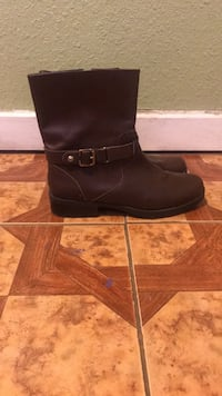 Pair of brown leather boots,size 10 New Orleans, 70122