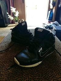 Youth Nike's size 2 Hickory, 28601