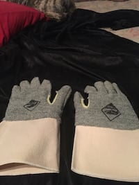 Cavalier gloves large rough and tough two dollars a pair I have over 100 pair Oklahoma City, 73159