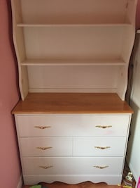 White wooden 3 drawer dress with hutch Bowmanville, L1C 4T4