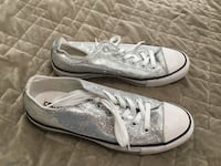 Converse sneakers. Sz 9 North Reading, 01864