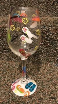 clear glass footed wine glass Oxon Hill, 20745