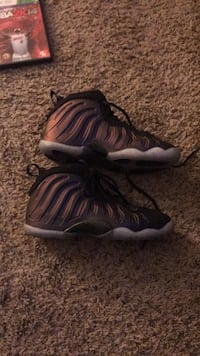 pair of black-and-gray Nike Foamposite Vancouver, 98683