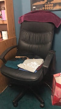 LEATHER OFFICE CHAIR Markham, L3S 3S8