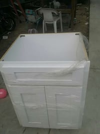 white wooden 2-drawer chest Bakersfield, 93307