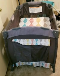 baby's black and gray travel cot Nashville, 37214