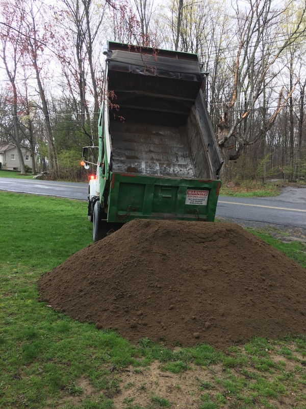 8 yards of Screened Topsoil Delivered
