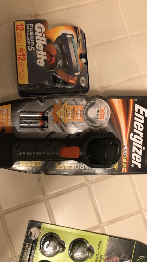 Gillette fusion 5 12 pack /energizer 300lumens flashlight
