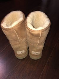 Pair of brown ugg boots Mississauga, L5M 8C5