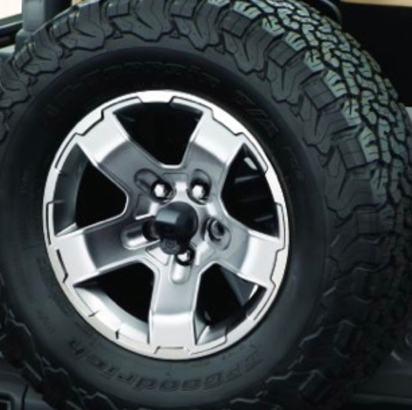2002 Jeep Grand Cherokee LAREDO Tire only. 34366dbd-a684-45c1-966f-259835d7d7f9