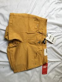 deux shorts en jean marron et beige Paris, 75009