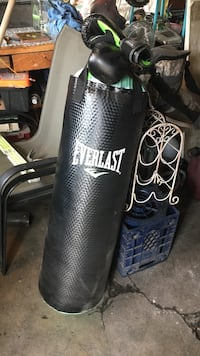 Heavy bag with gloves and support chain