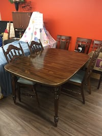 Beautiful Dining Table & 4 Matching Chairs! Niagara Falls, L2G 4N8
