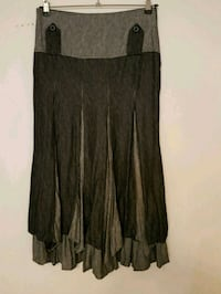 Ladies skirt. Size medium  552 km