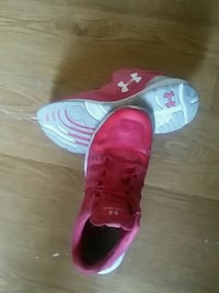 pink-and-gray Under Armour basketball shoes Winnipeg, R2P 1C7