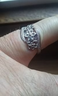 ladies Sterling Silver Ring with floral pattern Size 7 Windsor